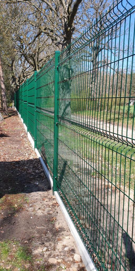Ogrodzenie posesji z paneli ogrodzeniowych