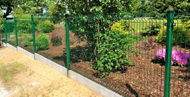 Ogrodzenie posesji - siatka czy panel ogrodzeniowy?